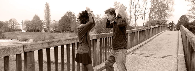 Paar rauft sich tanzend die Haare