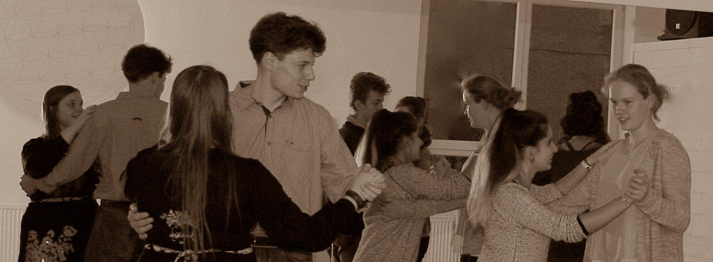 Tanzende Jugendliche